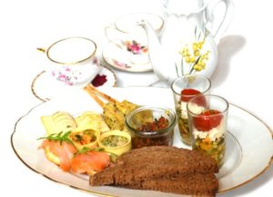 foto-high-tea-hartig-op-bord2